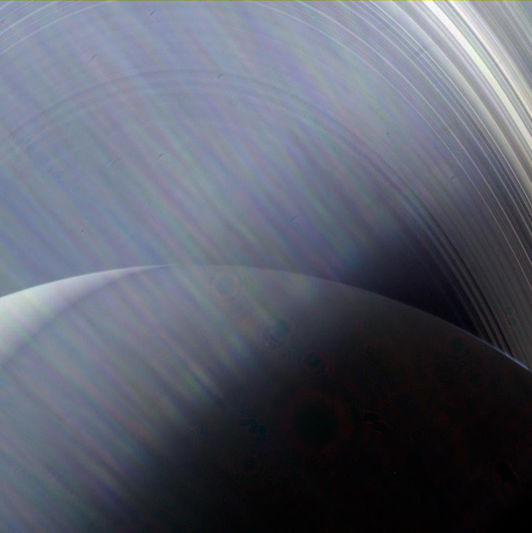 Сатурн в иллюминаторе