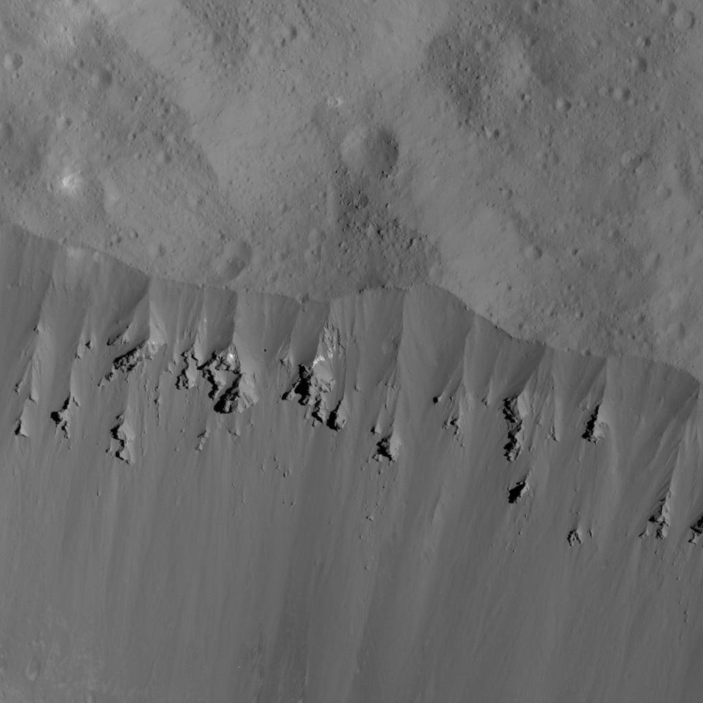 NASA опубликовало снимки Цереры с финальной орбиты Dawn