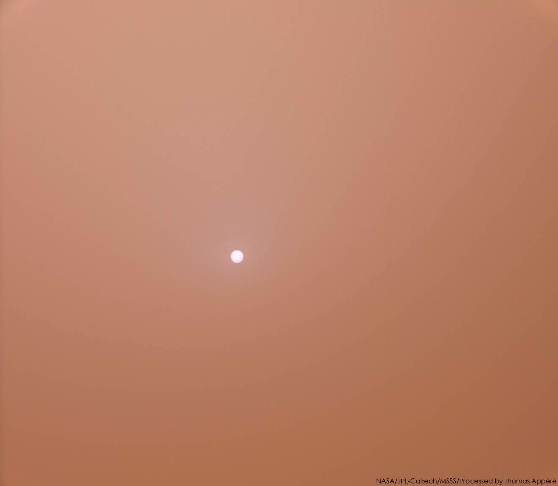 Фото дня: Солнце на красном небе