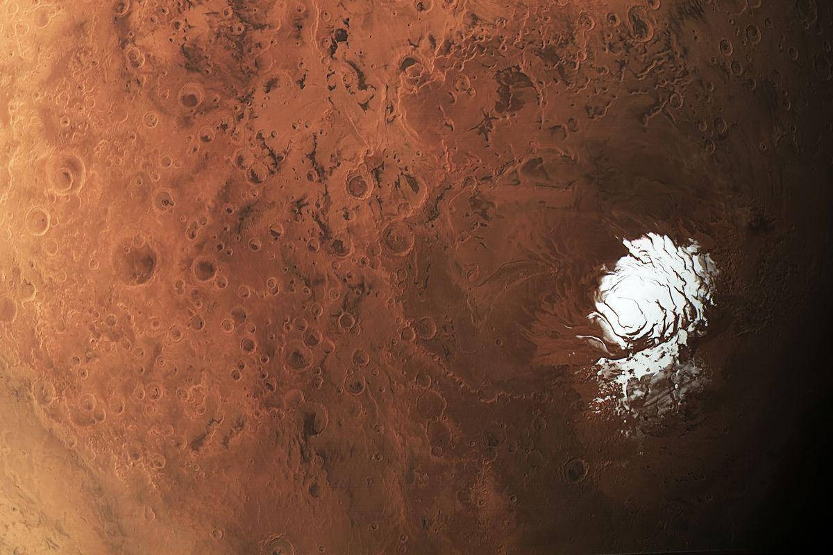 Подповерхностное озеро на Марсе могло возникнуть из-за вулканической активности
