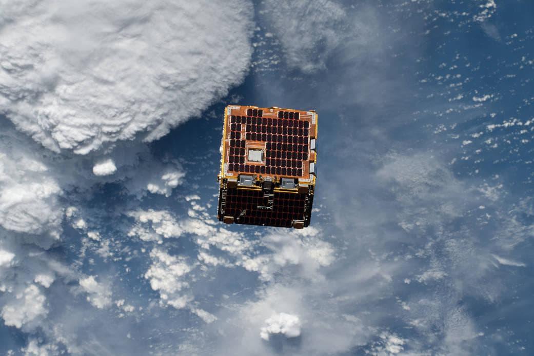 RemoveDEBRIS провел эксперимент по ловле космического мусора
