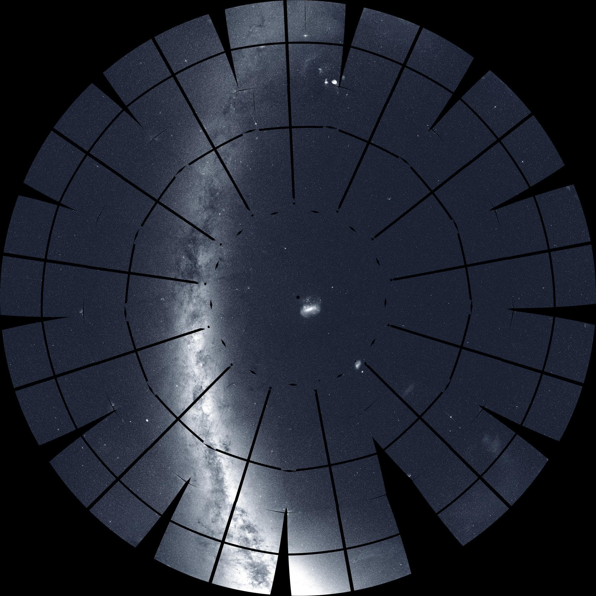 Панорама южного неба от телескопа TESS