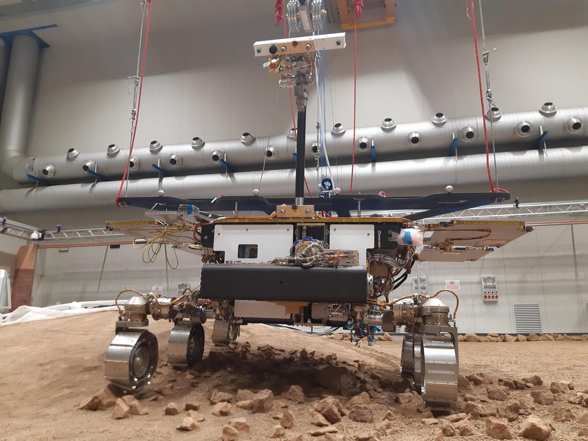 Наземная модель марсохода Rosalind Franklin приступила к первым испытаниям