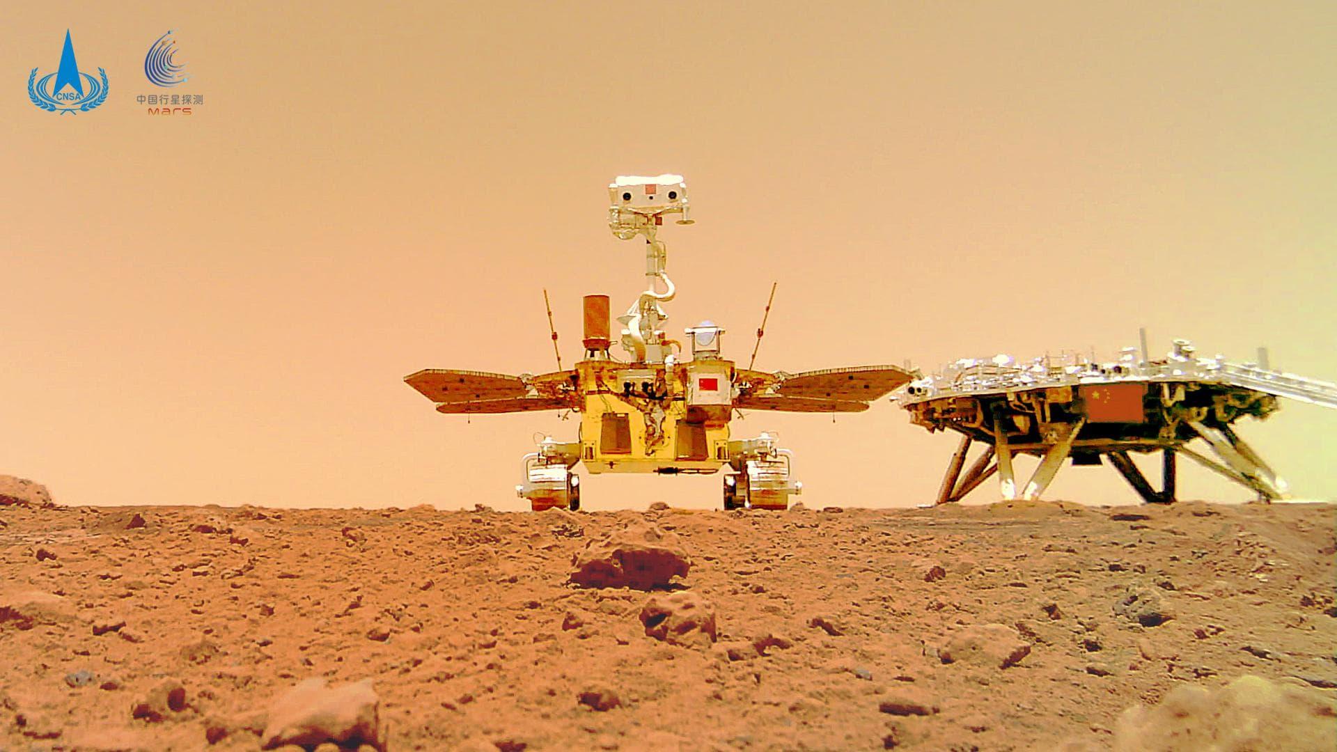 Китайский марсоход сделал групповое селфи