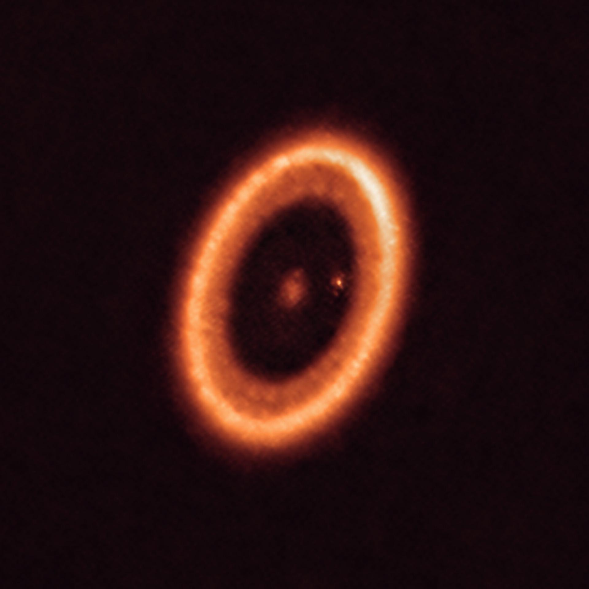 ALMA сфотографував навколопланетний диск
